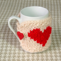 Heart mug cosy in natural cream chunky pure wool. Valentine gifts for women
