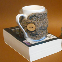 Mug cosy handknit pure British wool with handmade wooden button.