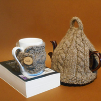 Knitted tea cosy in dark brown pure British wool. Tea cozy, teapot cover