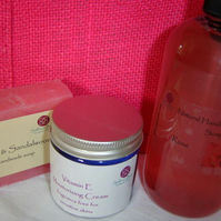 Rose pamper gift bag - soap, bodywash, cream, jute bag
