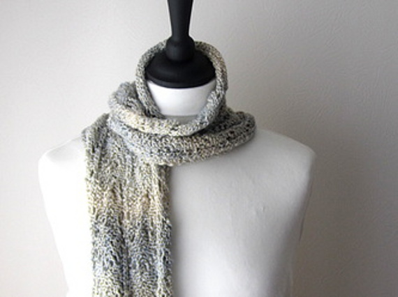 Knitted scarf with lace design