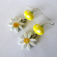 sterling silver lampwork daisy earrings