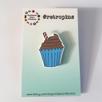 Retropins - Chocolate cupcake shrink plastic pin