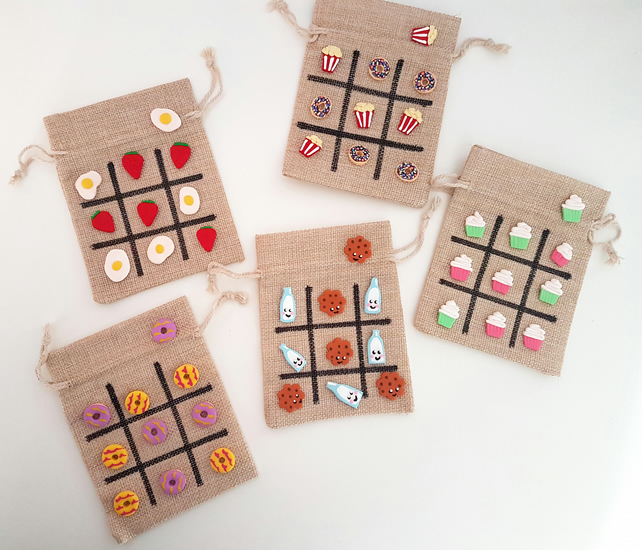 Retro food themed tic tac toe - choose your pieces!