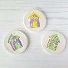Beach hut round brooch OR Magnet