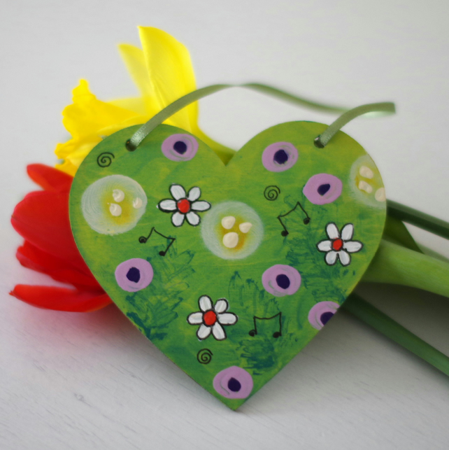 Green Hanging Heart with Purple Flowers, Spring Hanging Decoration for Easter