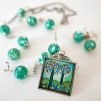 Green Jewellery Set with Green Pendant Necklace and Green Earrings