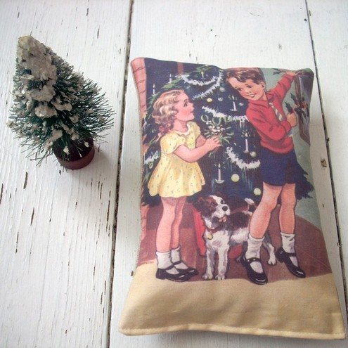 Deck the halls ...Nostalgic lavender sachet with lovely vintage Christmas image