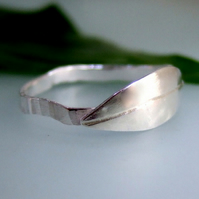 Stylised leaf design ring