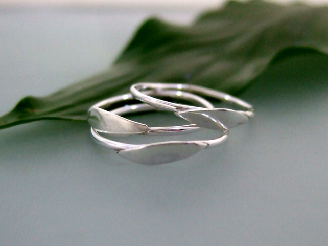 Petit stylised leaf stacking rings