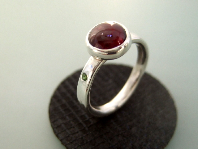Garnet & Tourmaline stone set ring