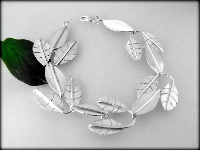 Leaf design sterling silver bracelet