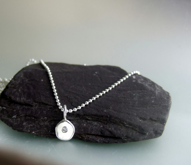 Little Raindrop pebble white topaz pendant