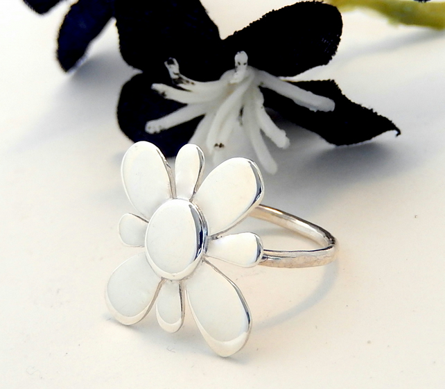 Large flower design ring