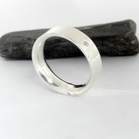 White topaz set simplistic band unisex ring