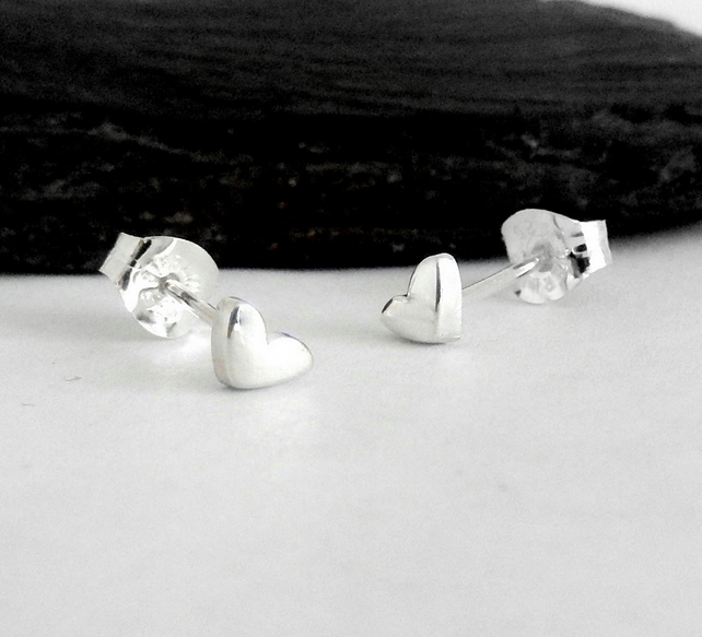 Tiny Lovat heart stud earrings