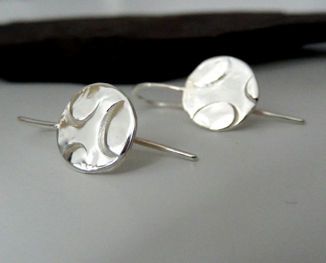 Organic designed disc earrings