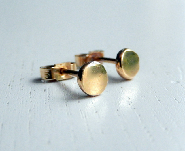 9 ct yellow gold Little pebble stud earrings