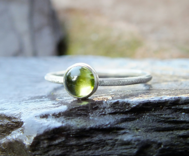 Silver ring, peridot Skinny scratch ring
