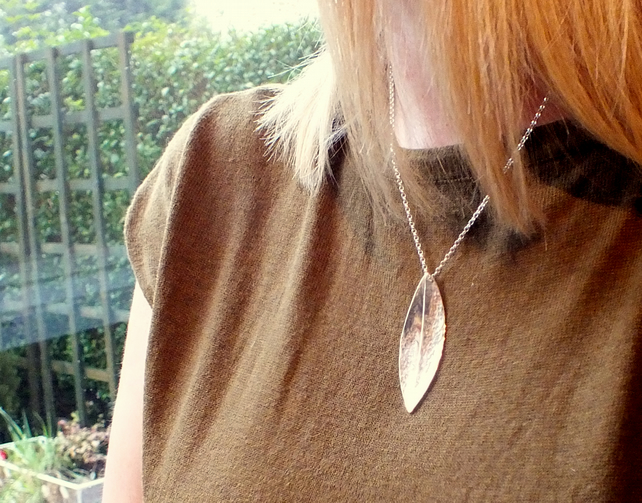 Organic leaf design necklace