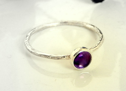 Skinny leaf textured ring 5 mm Amethyst