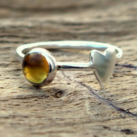 Skinny ring with heart & 5 mm citrine