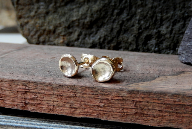 Recycled gold concave stud earrings