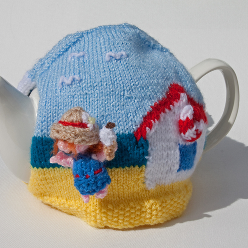 A day on the beach tea cosy
