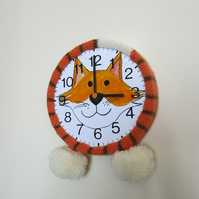 Knitted cat clock
