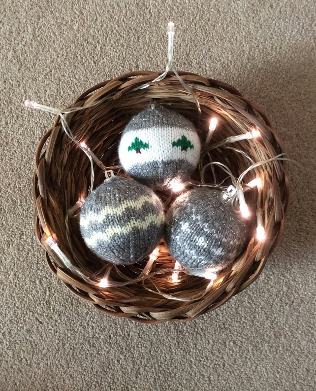 Knitted baubles sliver