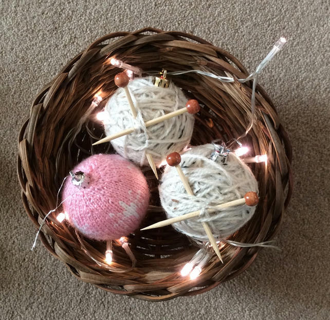Knitting ball baubles