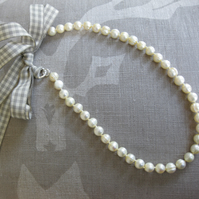 Östermalm: pale linen coloured freshwater pearl necklace