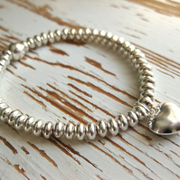 Hjärtat: Sterling silver stretch sweetie bracelet with heart charm