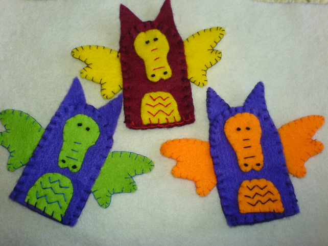 Dragon finger puppets