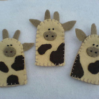 Cow finger puppets