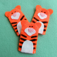 Tiger finger puppets