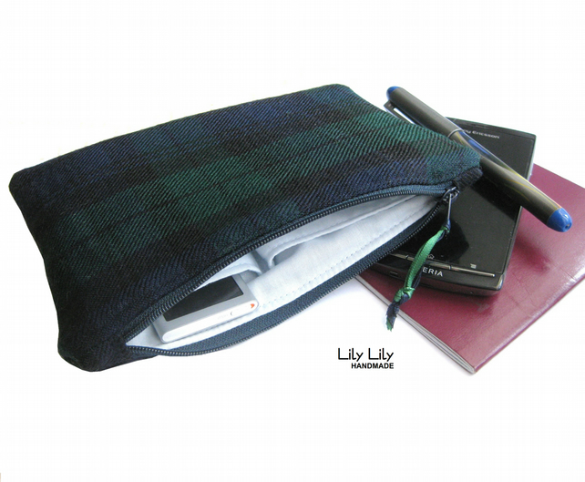 100% wool, green, tartan, zippered case