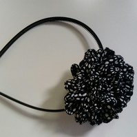 Flower black and white head band