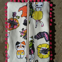 Crazy cats pink bobble pencil case.