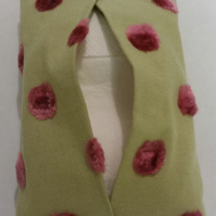 Tissue holder in green polkadot