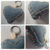 Keyring beaded heart in pink and green, upcycled.