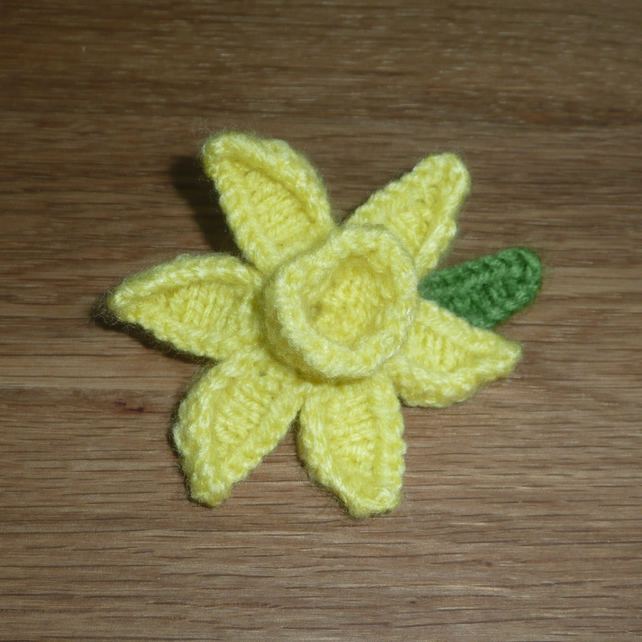 Knitted Daffodil Brooch Pattern : Hand Knitted primrose yellow Daffodil brooch - Folksy