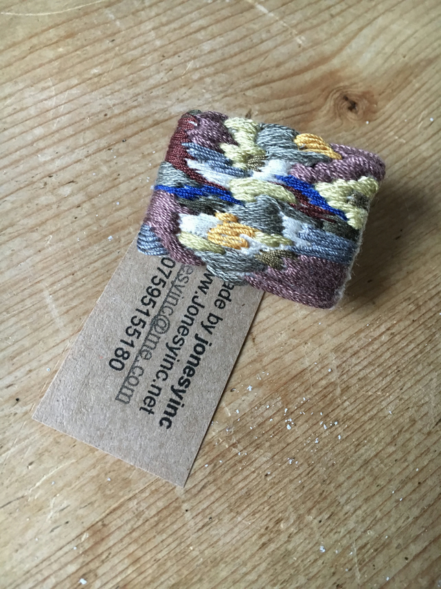 Hand embroidered brooch or badge (HEBD2)
