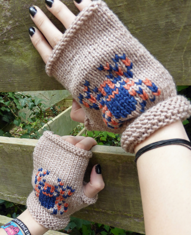Knitting Pattern for Spooky Spider Fingerless Mittens (Halloween theme)