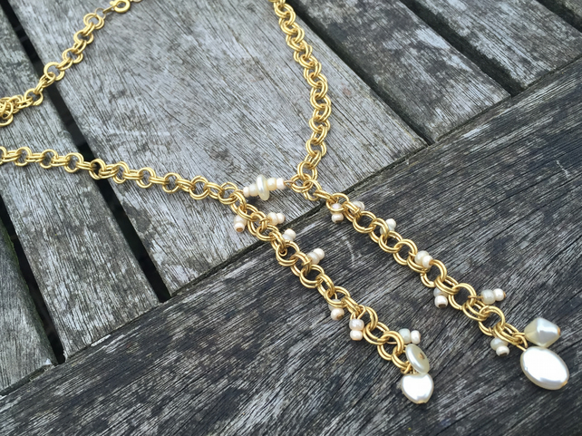 Gold and cream pearls chainmaille necklace