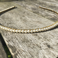Gold plated alice band with glass cream pearls
