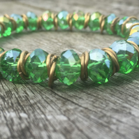 Green cut glass and gold jump rings bracelet