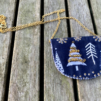 Dark blue and white christmas tree necklace