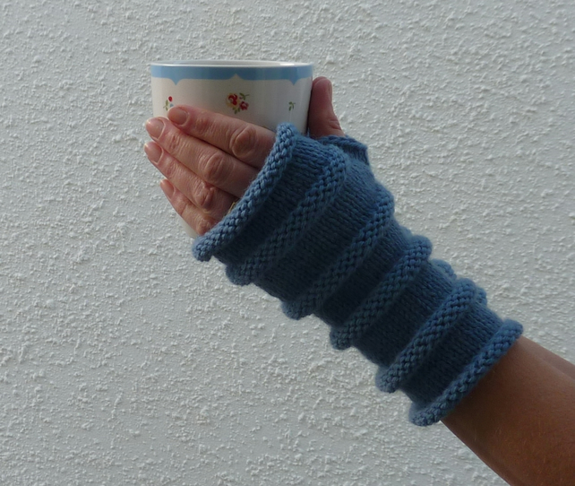 FINGERLESS MITTS , wristwarmers .Ladies.  Wool, Alpaca. ' Atlantic' .