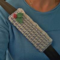 CAR SEATBELT  sleeve ( padded ) Gingham effect. Cosy alpaca blend.